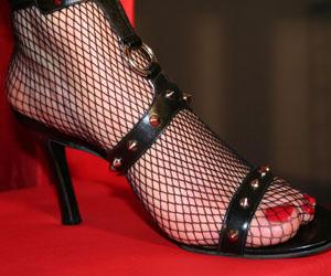 Séance de fétichisme des pieds avec une femme dominatrice